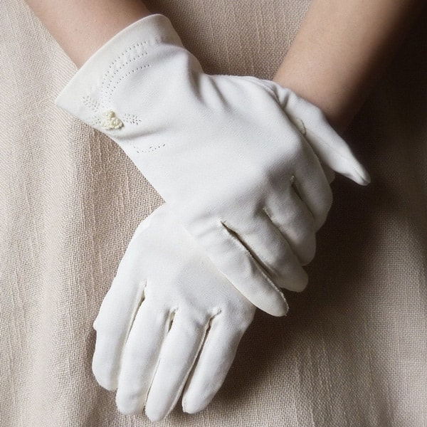 pic of white gloves